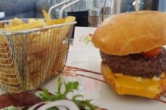 Miniature du Burger accompagné de frites