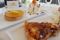 Miniature des deux desserts tarte au citron et tarte aux pommes