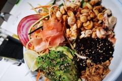 Miniature du poke bowl avocat riz champignons